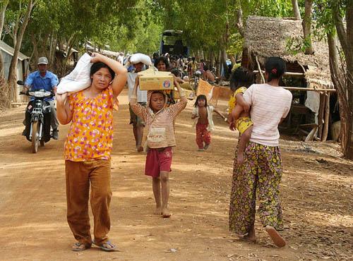Villager's receiving supplies.